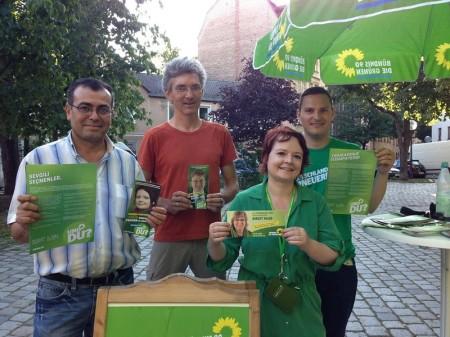 An unserem Infostand am Leonhardsplatz konnten wir gleich dreisprachig in deutsch, türkisch und russisch zu Grüner Politik informieren - Danke an Celal, Natalie, Robert, Matze und Andrej für die tolle Unterstützung!