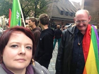Die Rechtsextremisten von Pro Deutschland machten am Dienstag, 10.09.13, in Nürnberg Station. Schön, dass so viele aufrechte DemokratInnen sich am Rathaus und später in Gostenhof dagegen gestellt haben! — mit Uwe Scherzer und Max Schülla.