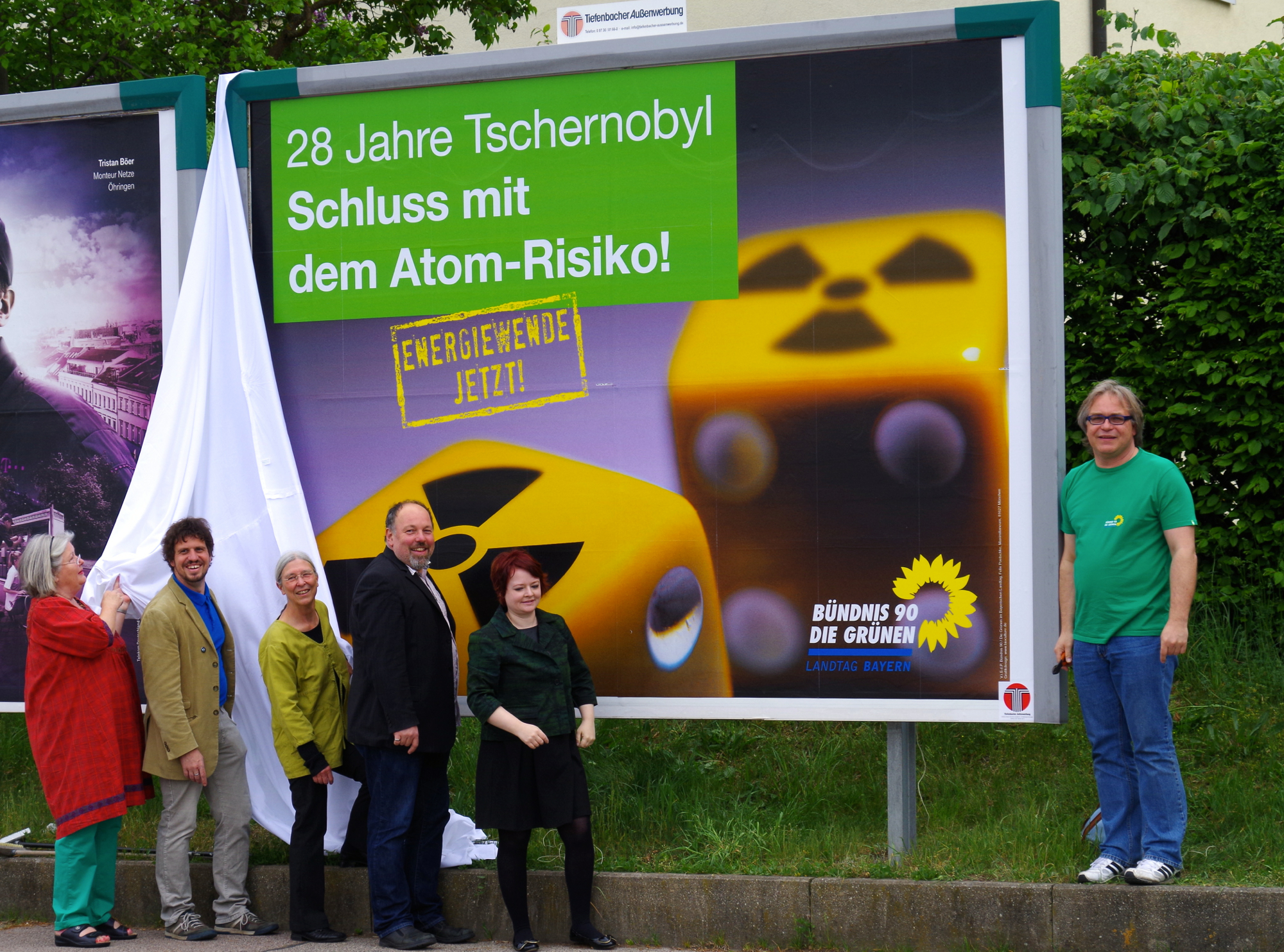 """Die """"EnthüllerInnen"""" v.l.n.r.: Christoph Leikam, Renate Grädler, Dr. Ursula Burkhardt, Tom Aurnhammer, Verena Osgyan und Andreas Hofmann"""