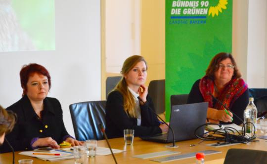 Verena Osgyan, Referentin Doris Hilber und Christine Kamm (v.li.)